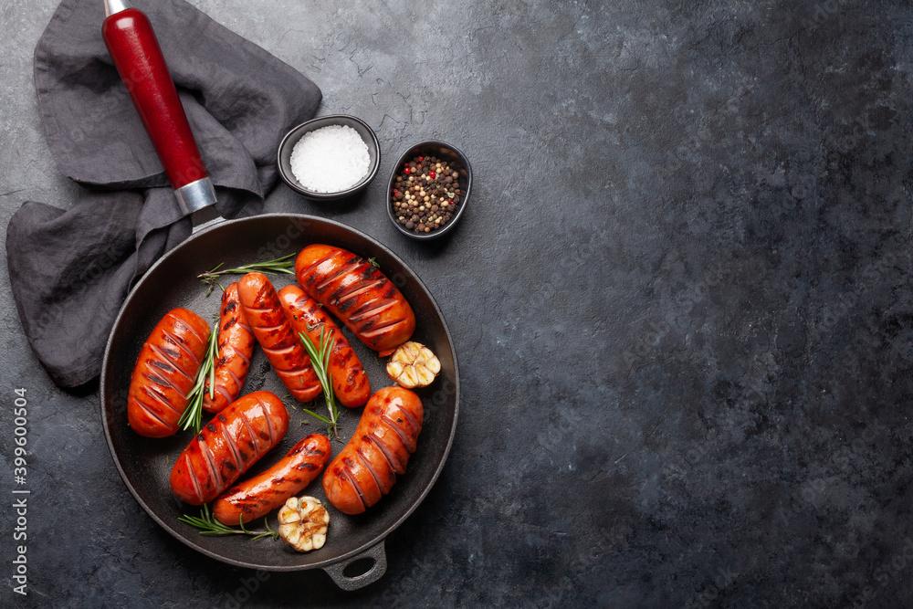 Obraz Hot grilled sausages in a frying pan fototapeta, plakat