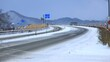 雪が積もった冬の道路 東北 雪国 交通 イメージ