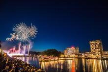 川沿いの花火