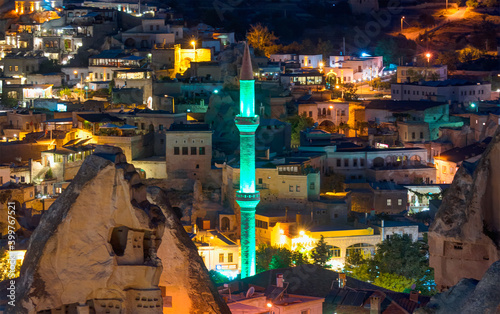 Photo Goreme village in Cappadocia at dusk - Turkey