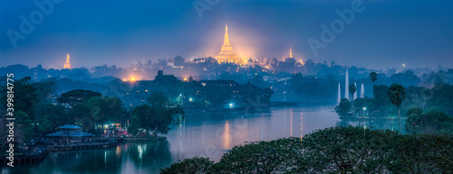 Aerial view of the Shwedagon Pagoda at night, Yangon, Myanmar Fototapet