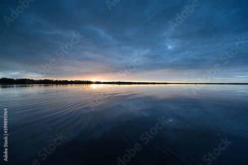Obraz Winter cloudscape reflected in tranquil water of Coot Bay in Everglades National Park in late afternoon. - fototapety do salonu