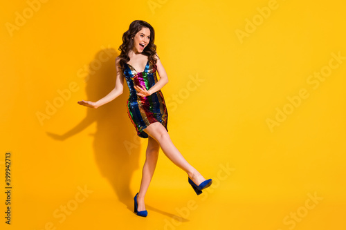 Photographie Full length body size view of her she nice attractive pretty cheerful cheery wav