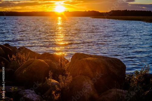 Fototapeta Malowniczy zachód słońca nad jeziorem mamry obraz