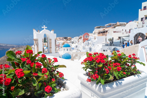 Red flowers bougainvillaea with background in Greek white ortodox church with be Fotobehang