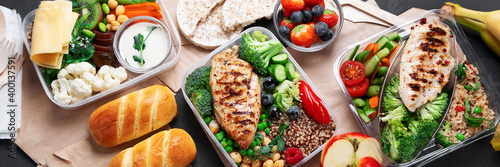 Fényképezés Takeaway lunch boxes with homemade nutrition food - meat, vegetables and fruits