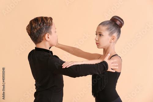 Cute little children dancing against color background Fototapete