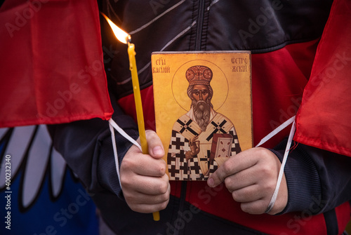 Foto Orthodox believers protest in front of St