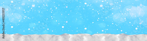 Canvas Print Snow snowflakes and ice crystals isolated on blue sky - winter background panora