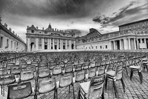 Foto Vatican Square with chairs ready for Pope Speech on Sunday