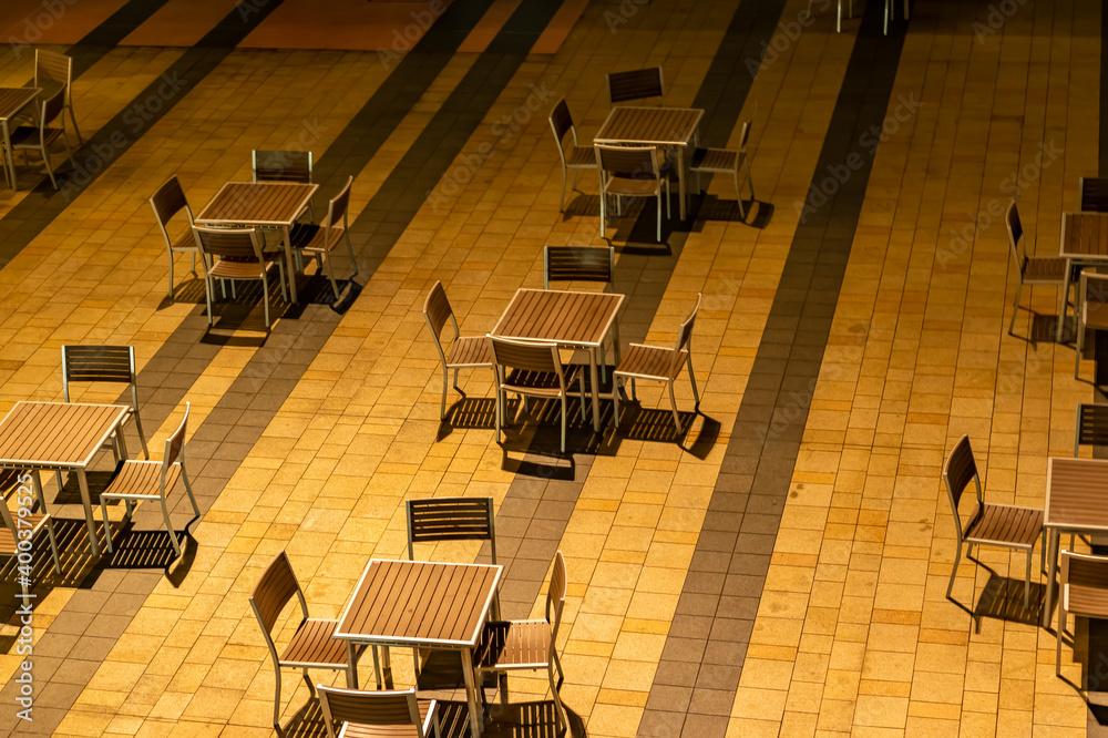 Fototapeta 東京都港区六本木にあるビルのテラス席
