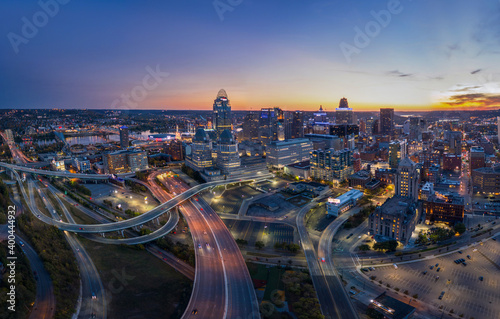 Obraz Twilight panoramic view of Cincinnati, Ohio - fototapety do salonu