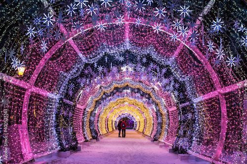 Christmas night Moscow. The light tunnel on Tverskoy Boulevard Fototapete