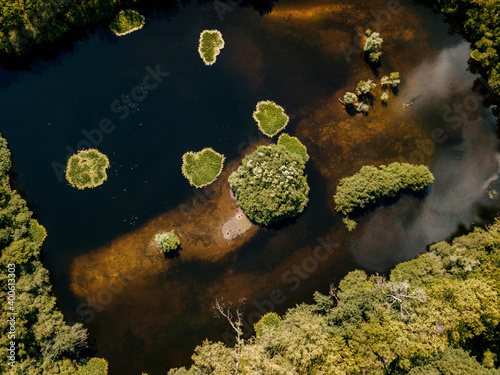 Canvas Print Aerial drone shot of the top-down view of the small islands on the lake