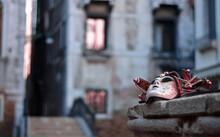 Una Maschera Antica In Un Quartiere Di Venezia