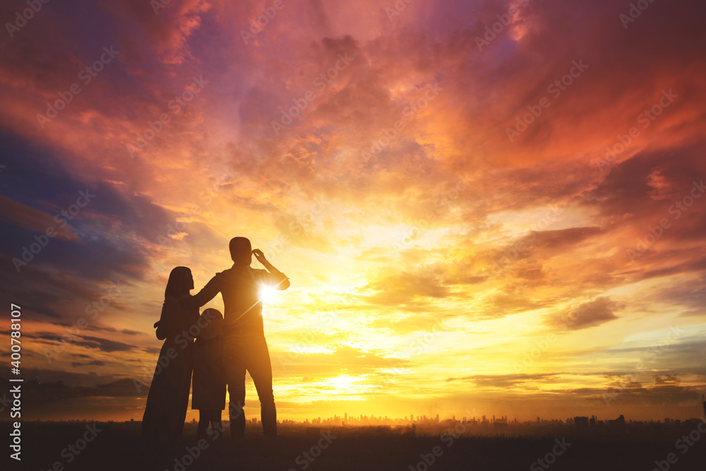 Fototapeta Silhouette of happy family look at modern city