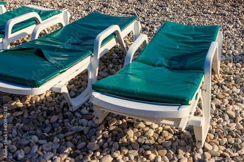 Fotografija Chaise lounges on a pebble beach