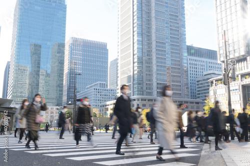 Fotografiet コロナ 第3波 感染拡大 通勤 東京駅 会社へ向かう人々 2020年冬
