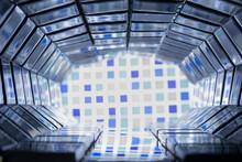 Tunel Con Mosaicos De Vidrio