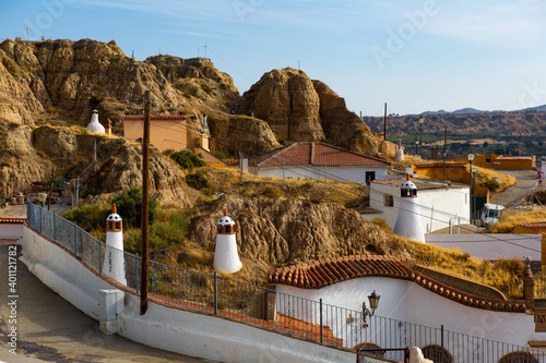 Photo View of spanish city Guadix with famous troglodyte houses carved in tuff rocks