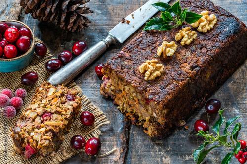 Carta da parati Vegan roasted nut loaf with cranberries