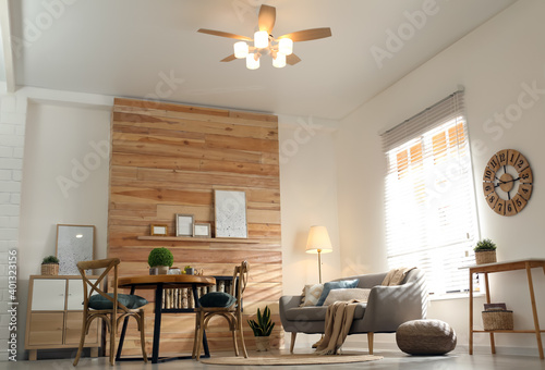 Canvas Print Stylish living room interior with modern ceiling fan, low angle view