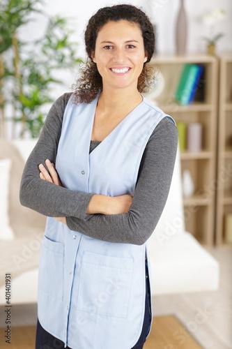 Obraz portrait of a cheerful young housemaid - fototapety do salonu