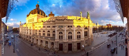 Fotografija Lviv. Opera and Ballet Theater at Sunset.