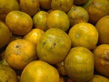 "Orange Fruit Background , Citrus Reticulata Blanco : Tangerine, Mandarin Orange, Mandarin, Mandarine, (""Som Keaw Wan"" In Thai). Display Of Mandarin Orange, Green Tangerine Tamarin"