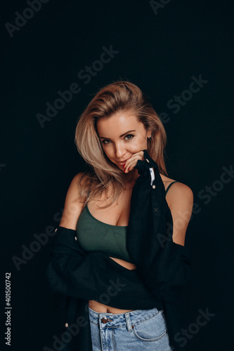 Canvas Print Photoshoot of a blonde in a black bra and jeans