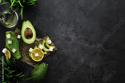 Fototapeta Avocado cooking recipes. Ripe green avocado on a wooden cutting board for serving. obraz