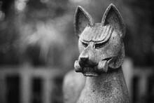 神社の狛キツネ