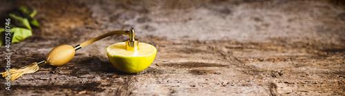Obraz Profumo al bergamotto di Calabria con nebulizzatore a pompa - fototapety do salonu