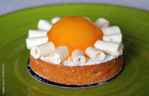 Fotografie, Obraz View of a gourmet pastry tart with yuzu jelly and meringue