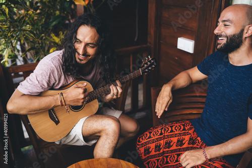 Obraz Smiling multiracial friends enjoying guitar - fototapety do salonu