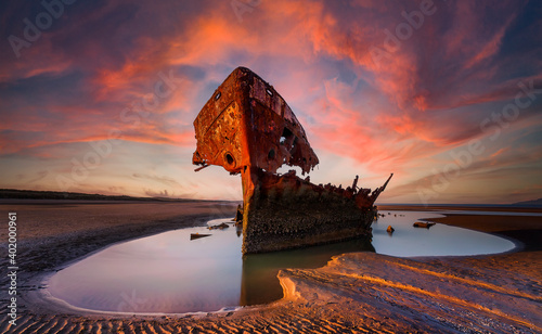 Fotomural Shipwrecked off the coast of Ireland, An shipwreck or abandoned shipwreck,,boat