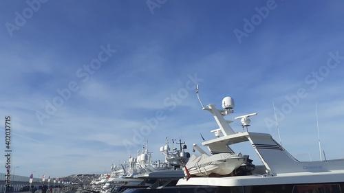 Foto ship in the harbor