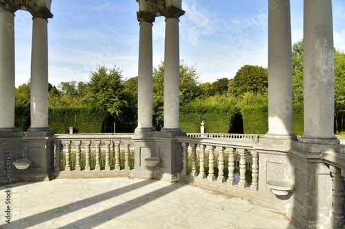 Foto Les double colonnes supportant les arcades du Pavillon des Sept Etoiles au parc