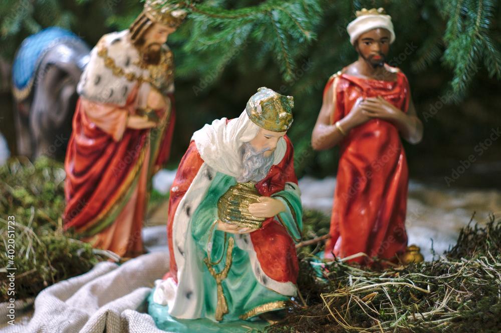 Fototapeta Figury przedstawiające pokłon Trzech Króli na uroczystość Objawienia Pańskiego.
