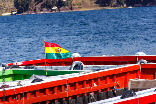 Fotografiet Bolivia Flag at Titicaca Lake