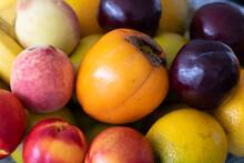 Varias Frutas Juntas, Ameixa, Caqui, Pêssego, Laranja. Comida Saudável