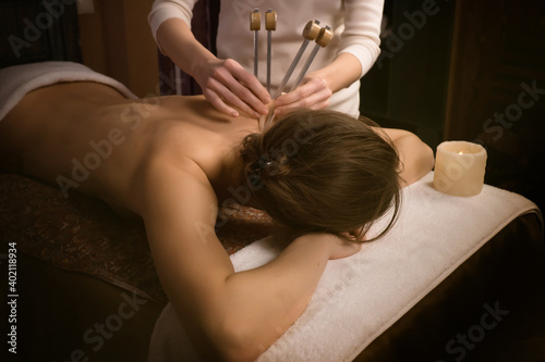 Photographie woman getting treatment