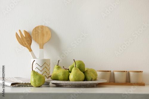 Fototapeta Plate with fresh ripe pears on white table obraz