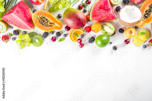 Fototapety, obrazy:  Assorted fruits and berries