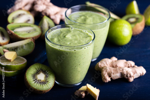 Green fresh detox vegan smoothie Fototapet