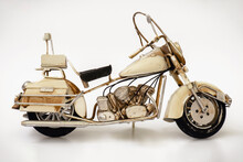 Motocicleta De Juguete Antiguo, Aislado En Blanco