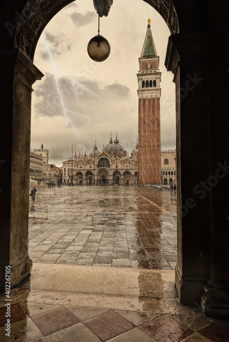 Papel de parede Stormy and rainy day over St. Mark's Square, Venice. Italy.