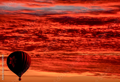 Practice the sport of ballooning in the skies of Brasilia, with multicolored balloons Fototapete