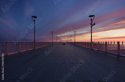 Fototapeta Molo spacerowe w Kołobrzegu, wschód słońca ,wybrzeże Bałtyku. obraz