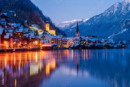 Canvas Print Nachtaufnahme von Hallstatt im Winter, Salzkammergut, Österreich